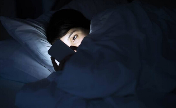 use cell phone at night